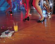 Damit die Party auch ohne den anschließenden Streit mit den Nachbarn bis in die Morgenstunden gefeiert werden kann, ist ausreichender Schallschutz empfehlenswert.