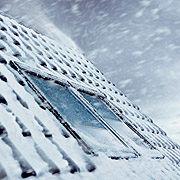 Heißer Tipp für kalte Tage: VELUX Sonnenschutzprodukte verbessern die Wärmedämmung des Dachfensters um bis zu 21 Prozent.