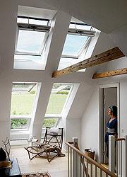 Dicke Luft war gestern: Automatische Dachfenster sorgen für Wohlfühlklima im Haus.