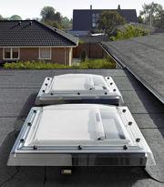 [Foto: velux_fdf_111553] Licht und Luft auch für Dächer mit Neigungen von 0° bis 15° mit Flachdach-Fenstern von Velux.