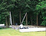 Vorbereitung für den Aufbau des Blockbohlenhauses