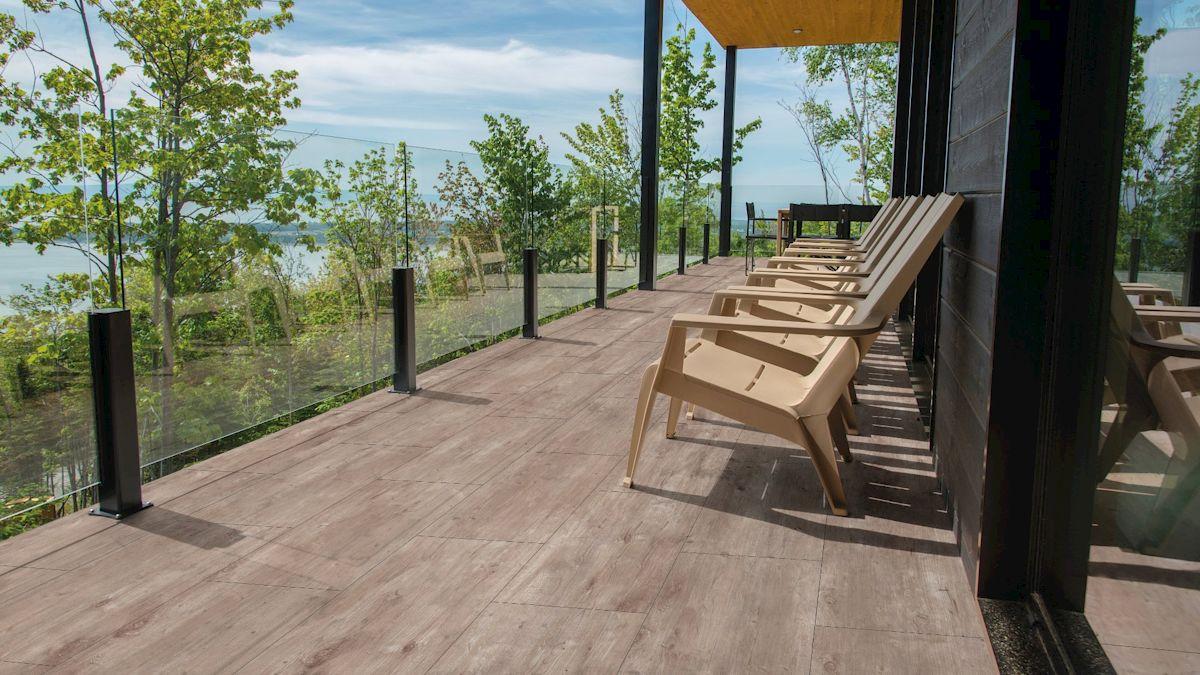 Die Terrassenplatte WUNDERWERK est. 1964 LATVIA bietet Ihnen entspannte Ferien zu Hause