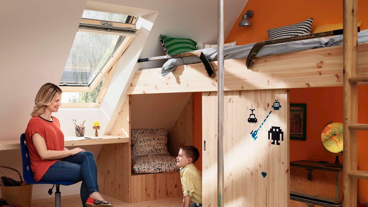 Die Hitzeschutz-Markise für Velux Dachfenster hält die Hitze fern und lässt trotzdem ausreichend Tageslicht in den Raum.