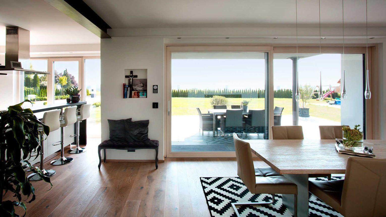 Kneer-Südfenster-Lösungen erfüllen darüber hinaus jede Anforderung an Design, Wärme-, Schall- und Einbruchschutz sowie komfortable Bedienung.