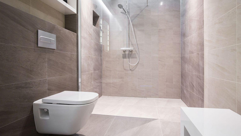 barrierefreies Wohnen - große, bodentiefe Dusche