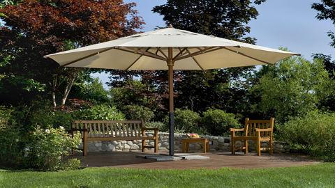 Sonnenschirm im Garten
