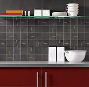 Ob im Bad oder in der Küche: Der Fliesenfachhandel hält zahlreiche Fliesenfarben, -formen, -muster und -motive zur Verschönerung der eigenen vier Wände bereit. (Foto: epr/V&B Fliesen)