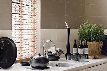 Ein keramischer Fliesenbelag besticht durch zeitlose Eleganz. Das Angebot reicht von Mosaikgestaltungen, wie hier, über einzelne Dekorationen bis hin zu komplett neuen Raumgestaltungen. (Foto: epr/EUF)