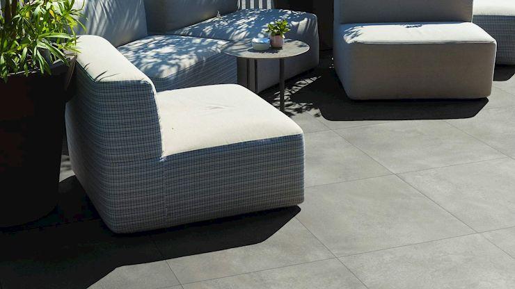 Die keramische Terrassenplatte ALABAMA sorgt dafür, dass Sie sich auf Ihrer Terrasse langfristig wohlfühlen.